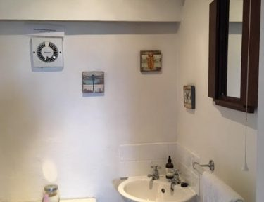 Cornish Holiday Cottage Bathroom at Molvenny